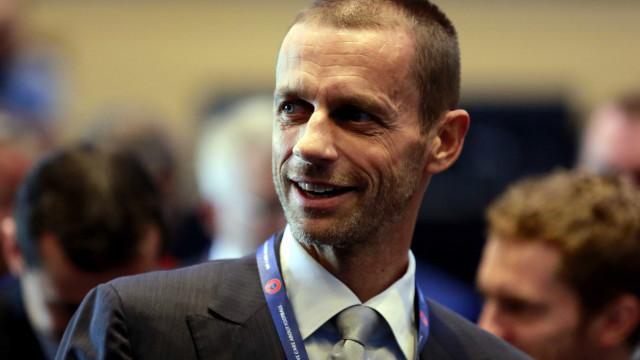 UEFA equaciona 'apertar o cerco' a transferências milionárias