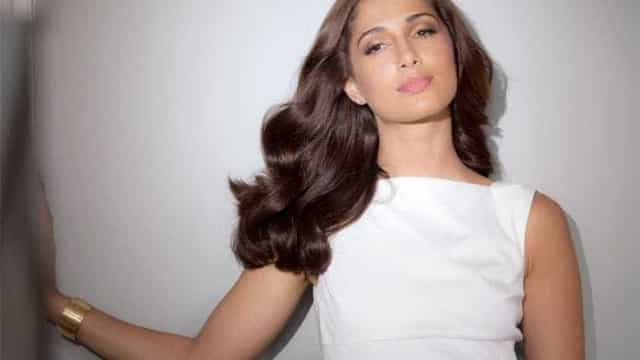 Camila Pitanga está de volta… com novo visual e novo namorado