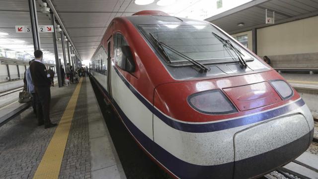 Viagens em comboios de longo curso da CP atingiram máximo em julho