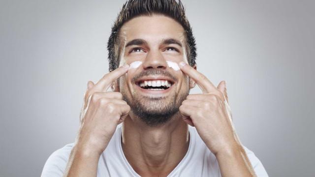 Homens, estes são os cuidados que devem ter com a pele durante o verão