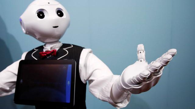 Hospitais mais automatizados mas robots ainda não substituem médicos