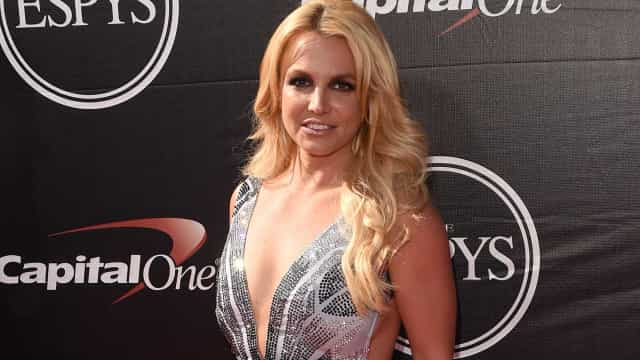 Britney protagoniza campanha de roupa e fãs afirmam que está diferente
