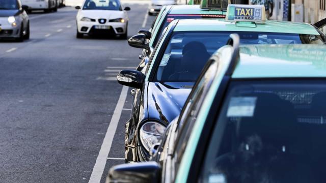 Perto de uma centena de taxistas concentrados no Porto às 8h00