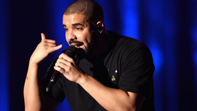 Drake oferece presente luxuoso ao pai