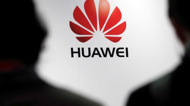 Não é só a Samsung. A Huawei está a trabalhar num smartphone dobrável