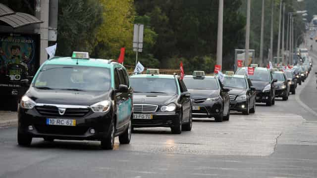 Aprovado decreto que permite suspensão até um ano de atividade de táxi