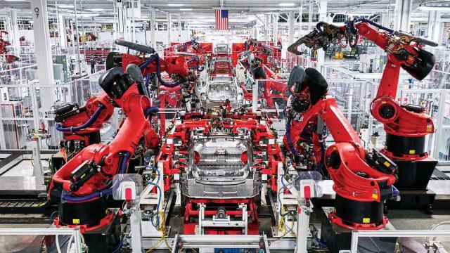 """Tesla """"coage e intimida"""" os colaboradores, diz queixa"""