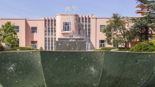 Obra de Álvaro Lapa e escultura de Anish Kapoor na programação Serralves