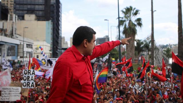 Maduro desafia Guaidó por não convocar presidenciais antecipadas