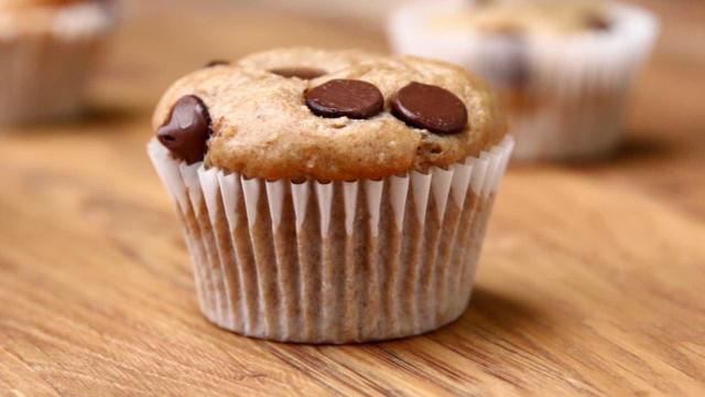A precisar de um doce? Aprenda a receita de muffin de banana