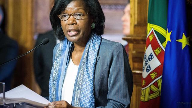 Ministra da Justiça rescusa comentar greve dos guardas prisionais