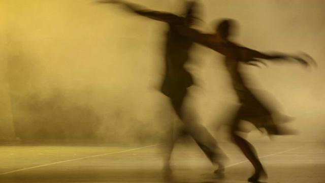 Rafael Alvarez apresenta espetáculo de dança que é também uma exposição