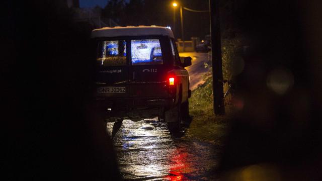 Homem causa incêndio e barrica-se na própria casa em Estarreja