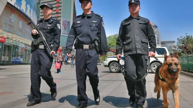 Rapaz de 13 anos detido na China depois de assassinar a mãe
