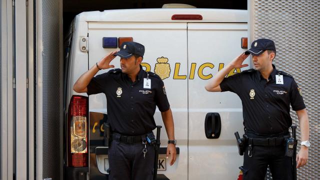 Um morto e um ferido grave em tiroteio num bar de localidade da Catalunha