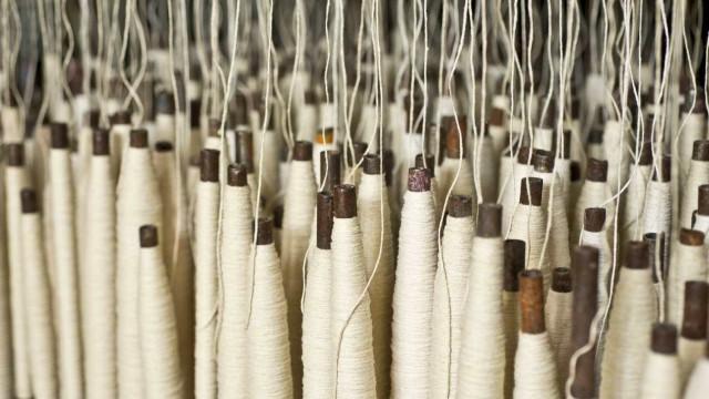 Dezenas de trabalhadoras de empresa têxtil exigem salário de novembro