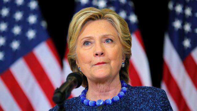 Carro de serviços secretos onde seguia Hillary envolvido em acidente