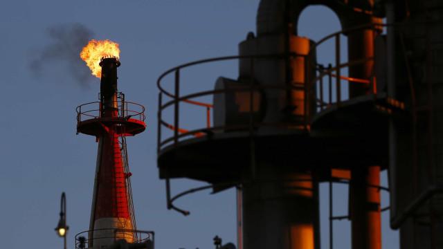 Preço do petróleo aumenta à medida que furacão se aproxima dos EUA