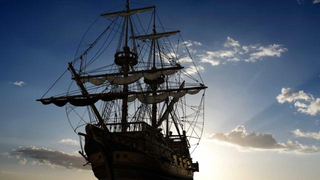 Se quer cumprir o sonho de ser um pirata, este barco é para si