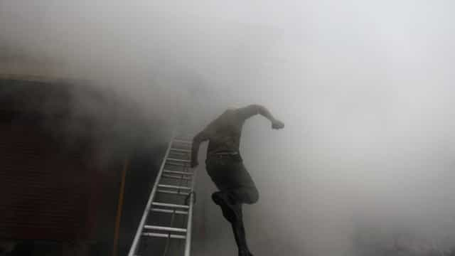 Prédio evacuado em Vila Nova de Gaia devido a incêndio
