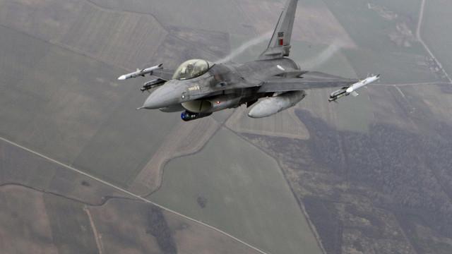 F-16 ultrapassa a barreira do som e provoca barulho incomum em Leiria