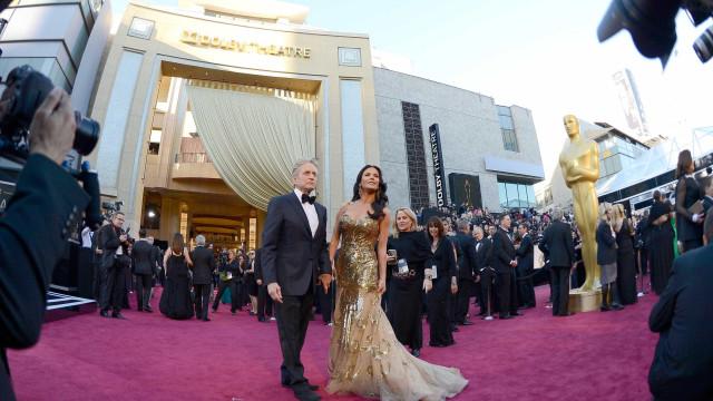 Catherine Zeta-Jones revela segredo de casamento de quase 20 anos