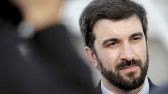 "Fenprof acusa ministro de ""transformar roubo em subida salarial"""