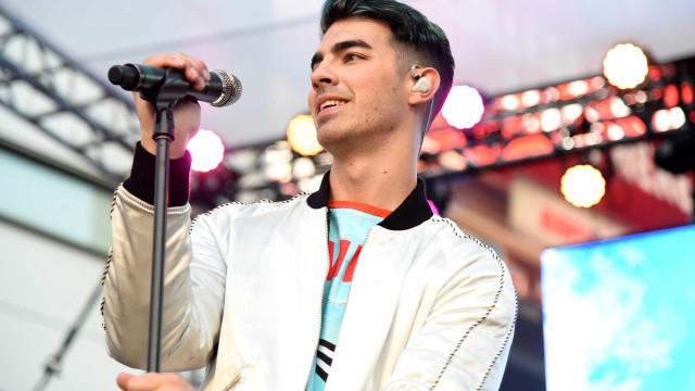Joe Jonas diverte-se em Veneza com amigos
