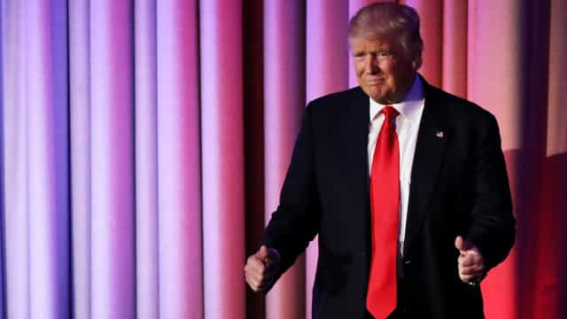 Donald Trump assina nova estratégia nacional de defesa biológica