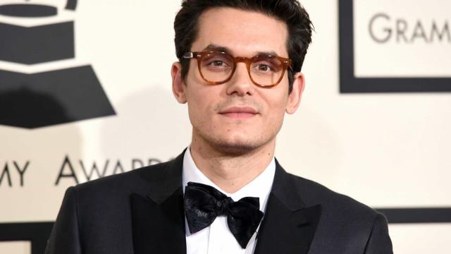 John Mayer culpa família Kardashian pelos rumores de alegada química