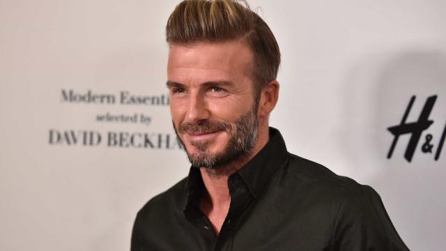 A fã pede e Beckham dá. O autógrafo atrevido