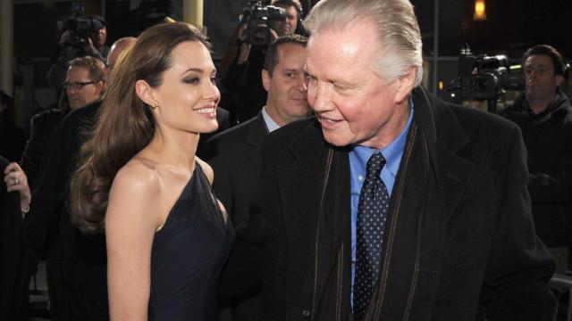 """Pai de Jolie não sabia que a atriz sofreu a assédio: """"Ela não me contou"""""""