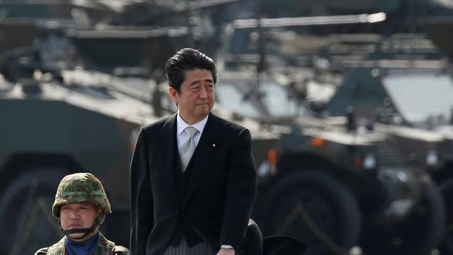 Vitória confortável de Shinzo Abe ajuda Japão a bater recorde histórico