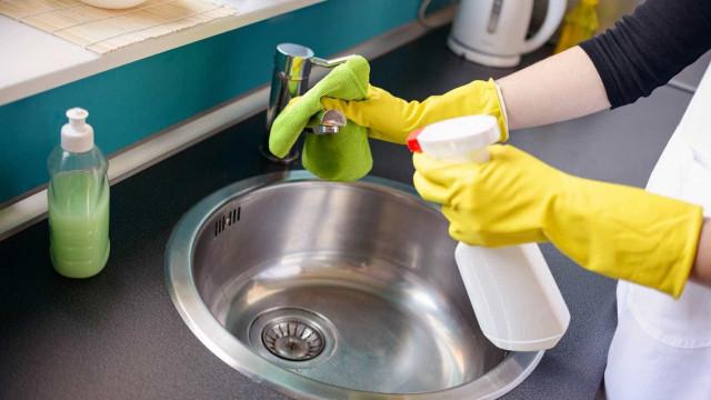 Saiba onde usar e não usar o vinagre na hora da limpeza