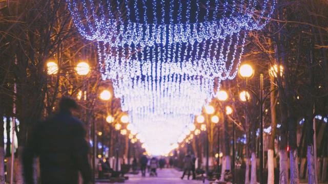 """Iluminação de Natal atrasada no Porto por """"incumprimento"""" da empresa"""