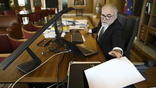 """Vieira da Silva admite existência de """"problema"""" nas novas pensões"""
