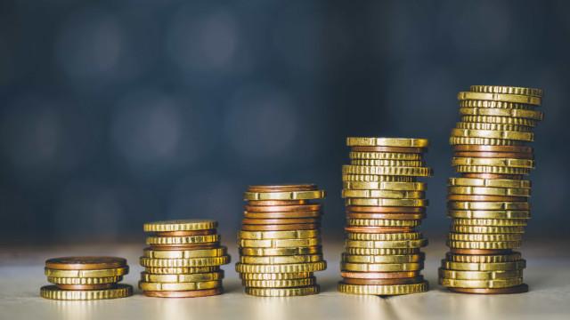 Euro volta a ultrapassar 1,18 dólares com bons indicadores na zona euro