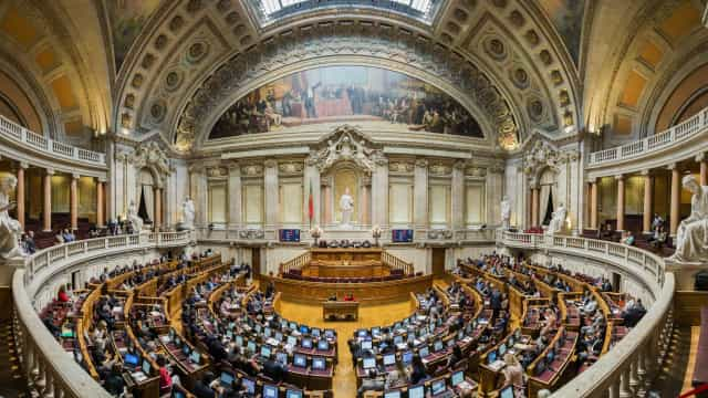 PSD e CDS contra alteração da agenda parlamentar na quarta-feira