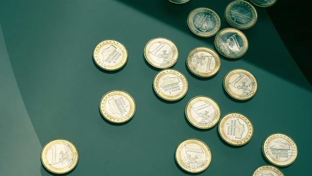 Euro sobe e aproxima-se da barreira dos 1,14 dólares