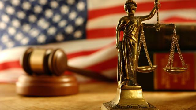 Mulher que acusa juiz de agressão sexual fala pela primeira vez