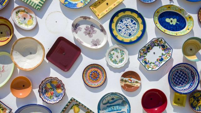Velhos artesãos e novos criadores tentam salvar ofícios antigos