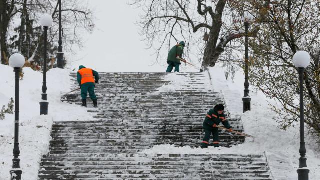 Vila Real, Bragança e Guarda sob aviso laranja devido à queda de neve