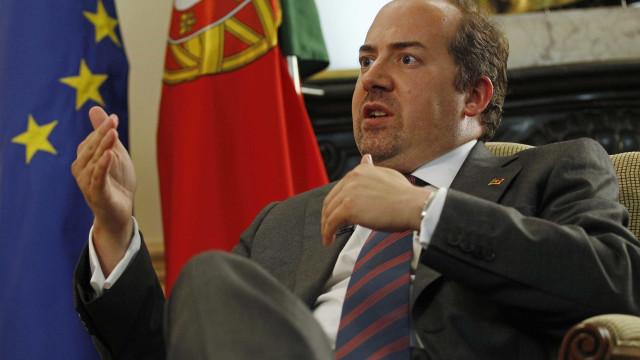 PSD quer ouvir Álvaro Santos Pereira sobre corrupção destacada pela OCDE