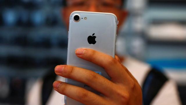Atualização prejudica autonomia da bateria do iPhone