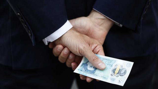 Banqueiro mais bem pago de Inglaterra é português
