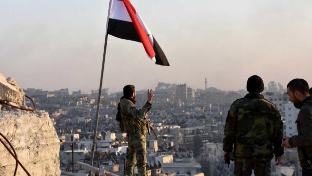 Defesa antiaérea síria responde a raides israelitas no sul do país