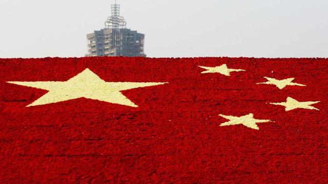 China revê em baixa crescimento da economia em 2017 para 6,8%