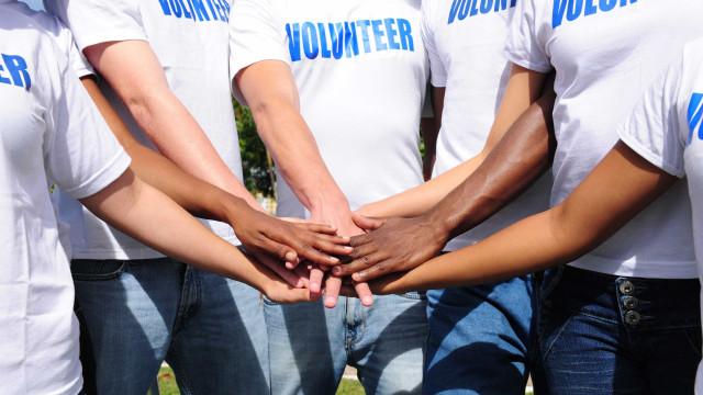 Cada vez mais pessoas deixam o emprego para fazer voluntariado