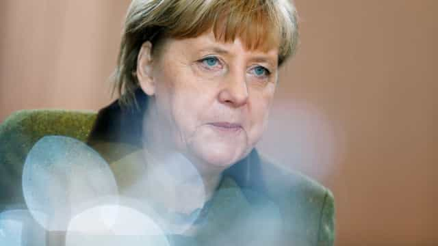Merkel vista Chemnitz três meses após violências racistas