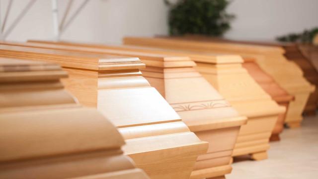 Polícia encontra carrinha roubada de crematório com corpo no interior